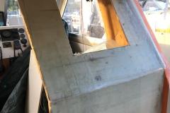 De første lagene med glassfiberarmert polyester på plass